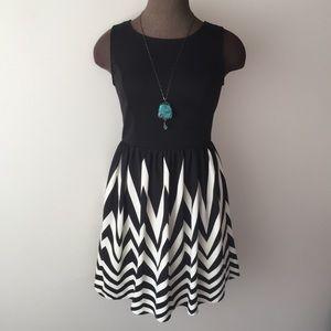 black and white chevron dress! EUC